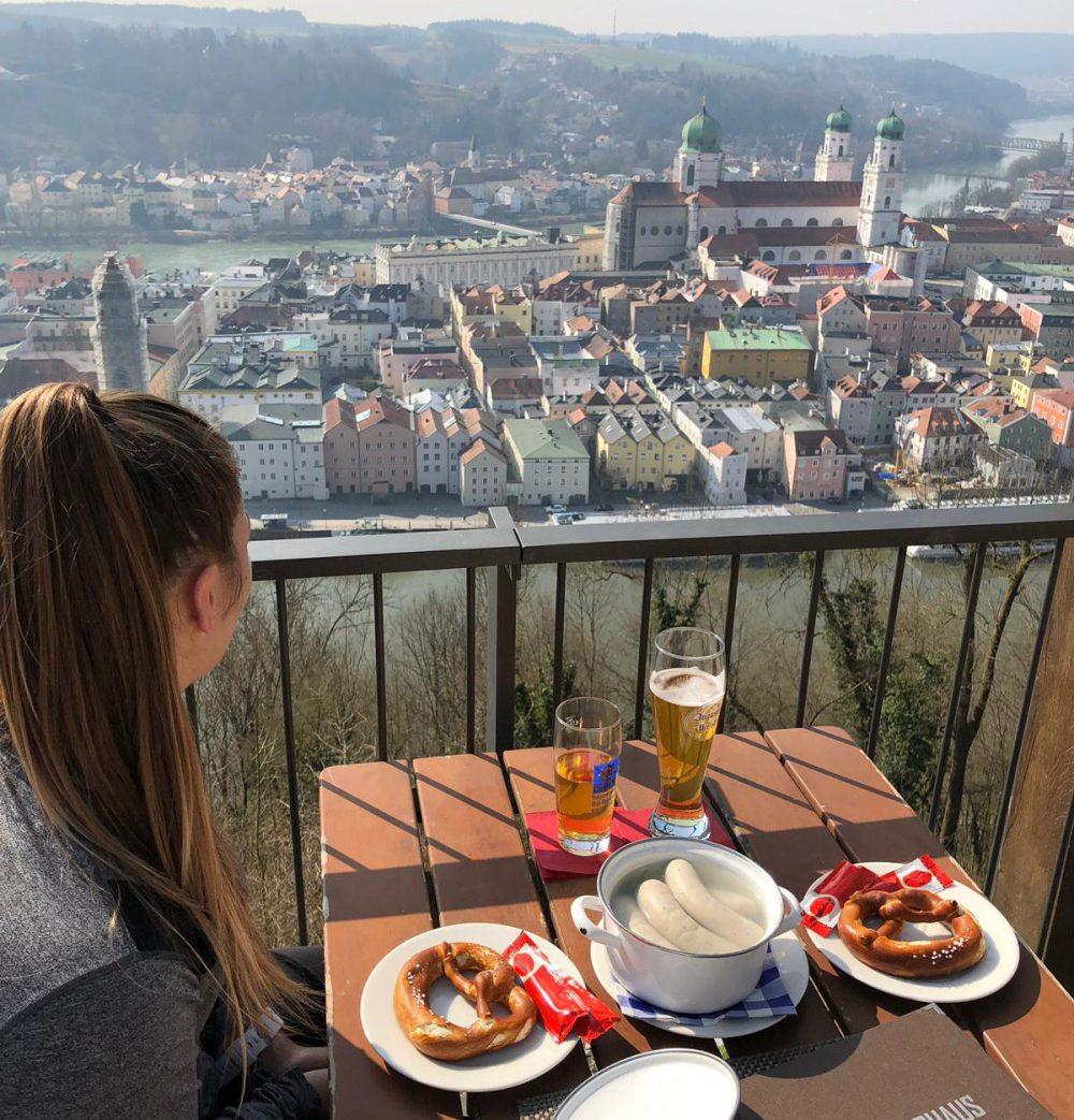 Urlaub Bayerischer Wald - Hotel, Wellness und Wandern im Nationalpark Das Oberhaus Passau Weisswurst-Frühstück bayerischer Wald